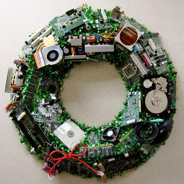 unique-geeky-nerdy-diy-christmas-wreath-decorating-ideas-using-computer-parts